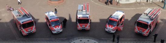 Fünf Fahrzeuge im Wert von 1,5 Mio. Euro wurden heute an die Feuerwehr übergeben. Foto: Stadt Wiesbaden