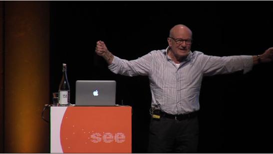 """Volker Schlöndorff zeigt die Länge eines Filmstreifens: """"Fünf Sekunden waren so lang"""""""