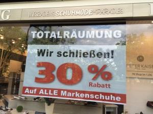 """""""Wiesbadens Schuhmode-Paradies"""" Lebong macht nach 65 Jahren in Wiesbaden dicht."""