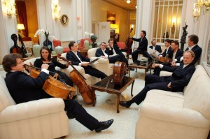 Witzige Truppe: Die zwölf Cellisten der Berliner Philharmoniker. Foto: www.die12cellisten.de