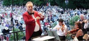 Das Johann-Strauß-Orchester Wiesbaden. Foto: Herbert Siebert