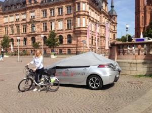 Wiesbadens Verkehrsdezernentin Sigrid Möricke lässt auch in diesem Jahr ihr Elektro-Auto stehen und radelt mit. Im Jahr 2014 wurde sie Stadtradler-Star. Foto: Sigrid Möricke