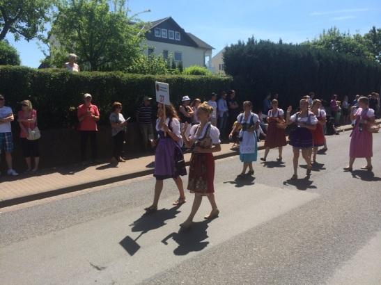 Auch die Wiesbadener Weinkönigin (hier beim Hessentasg-Umzug in Hofgeismar) wird bei der Weinfest-Eröffnung wieder dabei sein