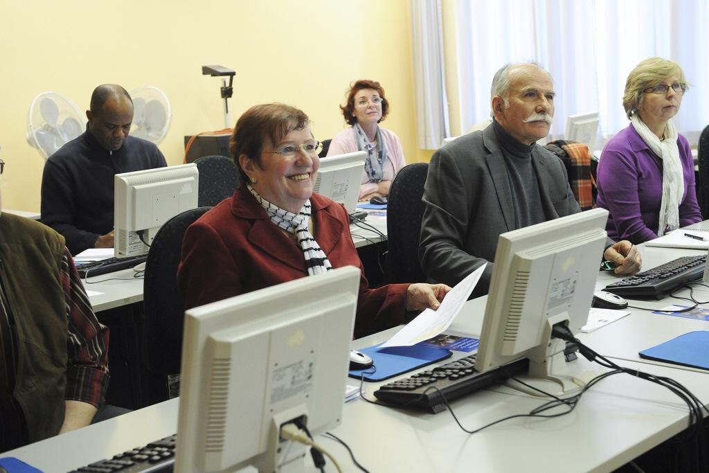 Kostenlose Weiterbildung für ehrenamtlich Tätige in Wiesbaden (hier ein Webseiten-Seminar) bietet das BürgerKolleg Foto: BürgerKolleg Wiesbaden