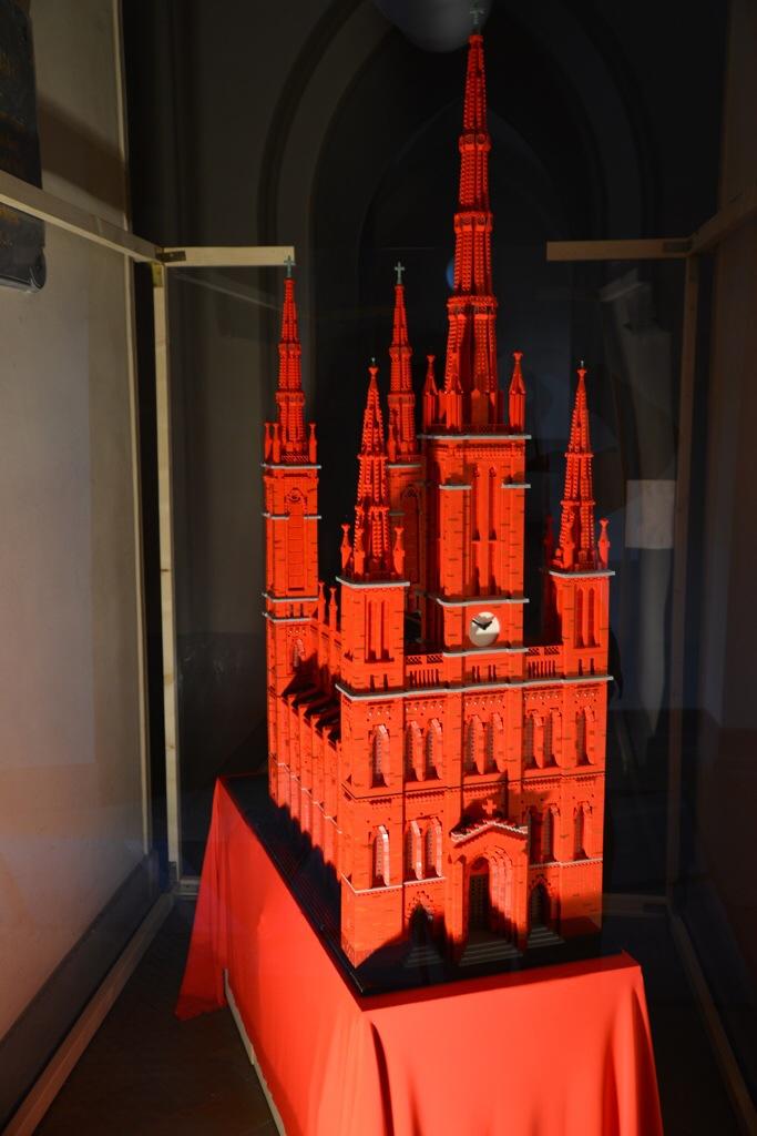 Der Wiesbadener Michael Wörner baute das Modell der Marktkirche aus 60.000 Lego-Steinen Foto: Andrea Wagenknecht/Ev. Dekanat Wiesbaden