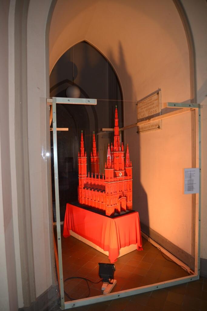 Das Modell der Marktkirche ist diesen Sommer in der echten Marktkiche Wiesbaden zu sehen Foto: Andrea Wagenknecht/Ev. Dekanat Wiesbaden