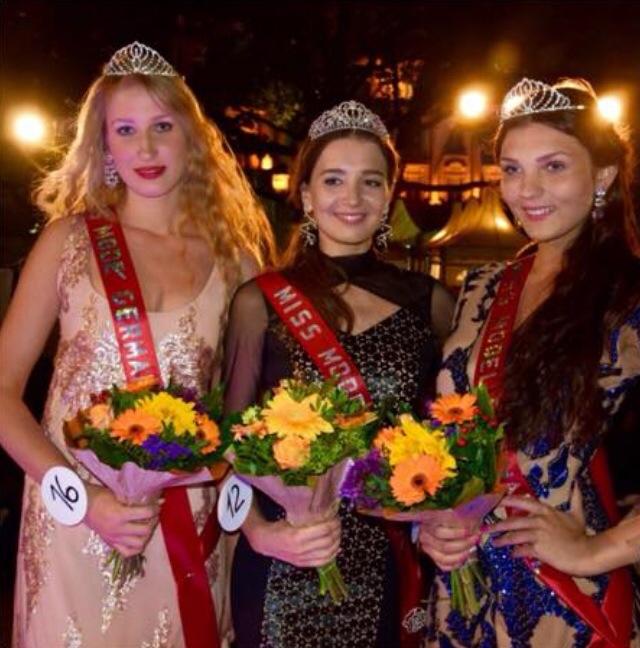 Die Gewinnerinnen des Castings (von links): Die Wiesbadenerin Sophie Holl (2. Platz), Siegerin Karyna Milimovka (23)  und Dritte Valeria Malosh Foto: Anja Kossiwakis
