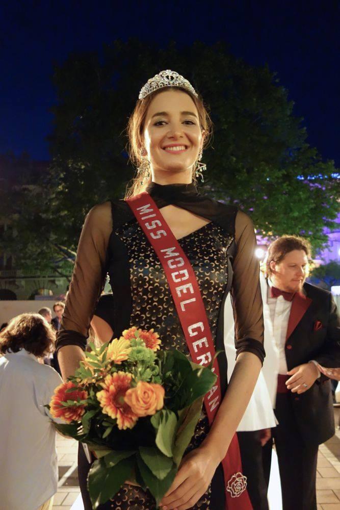 Darf im Oktober für drei Wochen nach China zum Model-Contest-Finale reisen: Casting-Gewinnerin Karyna Milimovka Foto: Ronald Wissler