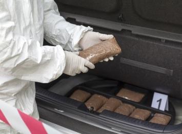 Ermittler stellten 1 Kilogramm Amphetamin, weitere Drogen und Bargeld sicher. Symbolfoto: Thinkstock
