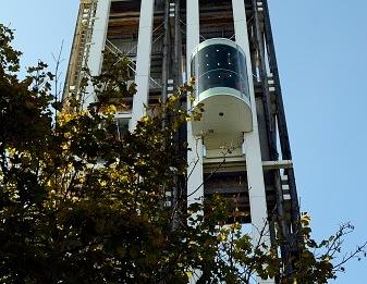 Die Ortsverwaltung Auringen soll einen Außenaufzug erhalten. Hier ein Beispiel eines Außenaufzuges. Foto: Thinkstock