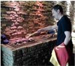 OB Sven Gerich macht am 3. Juli persönlich den Sauna-Aufguss für Bad-Besucher. Foto: Stadt Wiesbaden/Mattiaqua