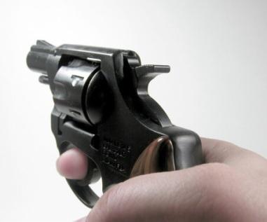 Die Täterin überfiel heute gegen 11.10 Uhr einen Kiosk in Bierstadt, bedrohte die Angestellte mit einer Waffe. Symbolfoto: Thinkstock