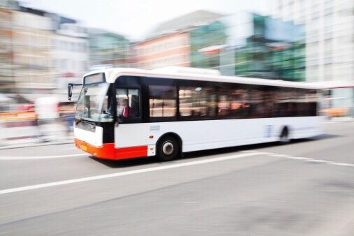 Unbekannte haben gestern einen Busfahrer im Bus mit einem Böller attackiert. Symbolfoto: Thinkstock