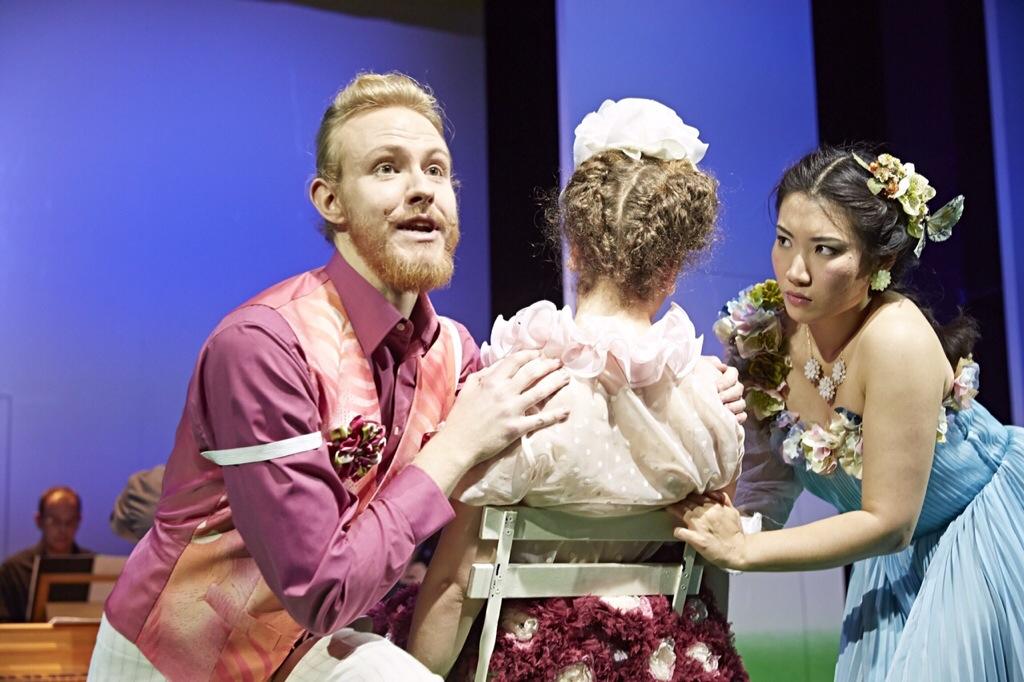 Verstrickt in die Irrungen der Liebe: Lisetta (Saem You, r.), Armindo (Jonas Boy) Foto: Karl-Bernd Karwasz/Staatstheater Wiesbaden