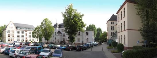 Feiert heute Geburtstag: Die VHS Wiesbaden (hier die Gebäude im Europaviertel/Alcide-de-Gasperi-Straße). Foto: VHS Wiesbaden