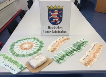 Übersicht sichergestelltes Falschgeld und Amphetamin Foto: Hessisches Landeskriminalamt