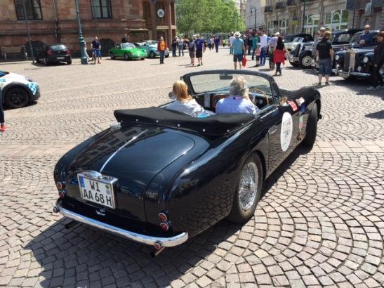 James Bond hätte er gefallen: Der Aston Martin in der Heckansicht