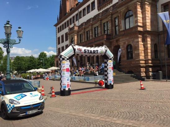 Start und Ziel ist morgen auf dem Schlossplatz vor dem Rathaus