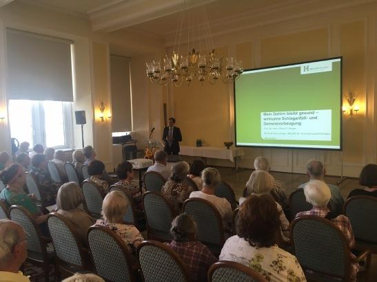 Jede Menge Vorträge stehen auf dem Programm. Gut besucht: ein Vortrag zum Thema Schlaganfall-Vorsorge