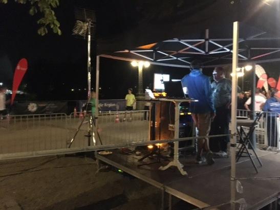 Radio FFH unterhielt die Läufer an der Start-/Ziel-Zone hinter dem Kurhaus