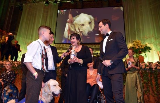 Uschi Ackermann (69) erhielt für ihre Unterstützung den Vita-Award Foto: Svetlana Schuster